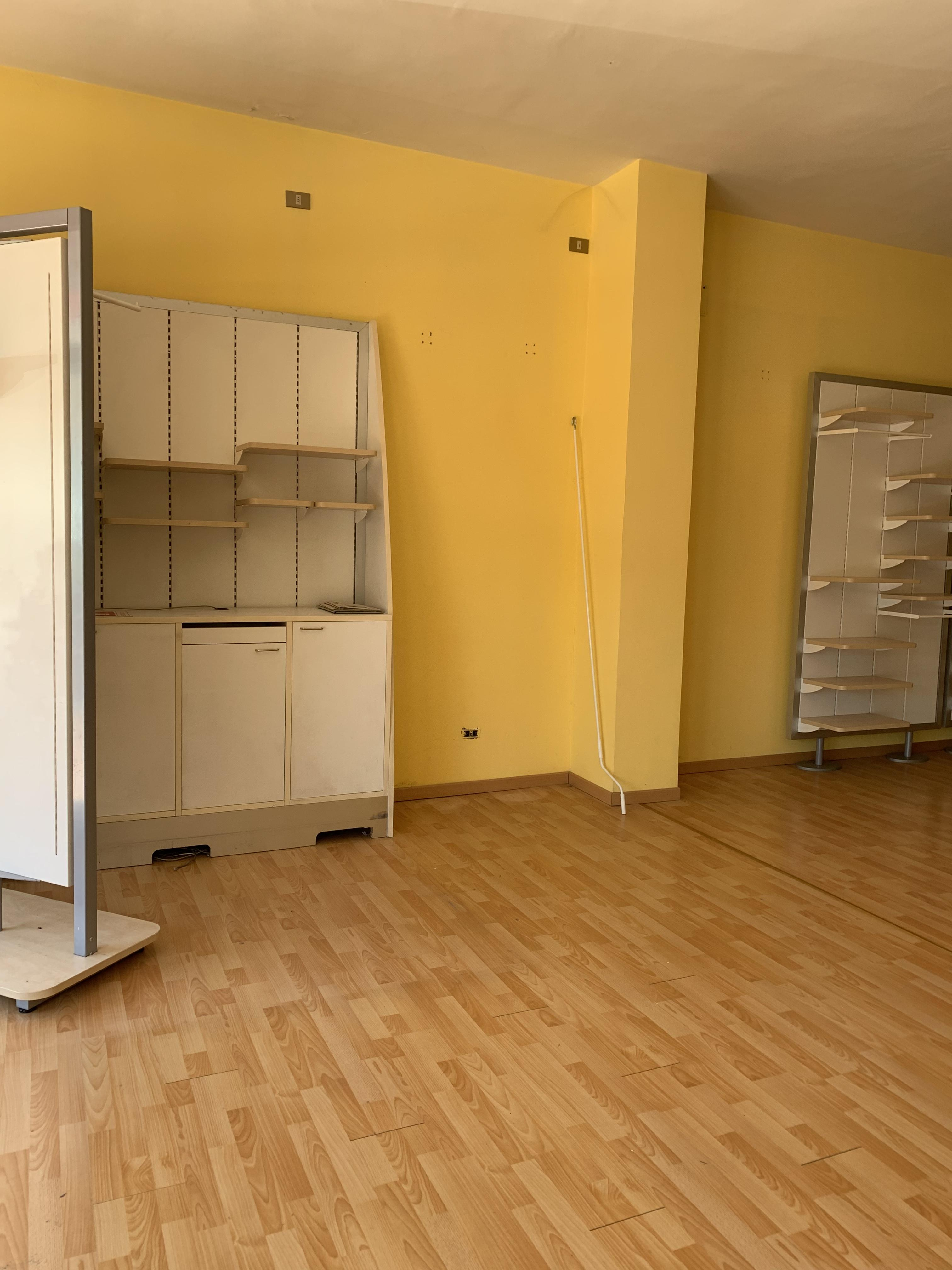 VIALE ADUA,PISTOIA,51100,2 Bedrooms Bedrooms,1 BagnoBathrooms,Locale commerciale,VIALE ADUA,1222